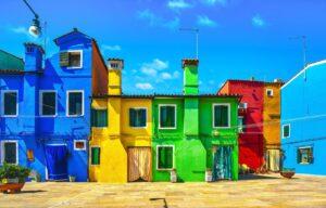 Kolorowe elewacje budynków